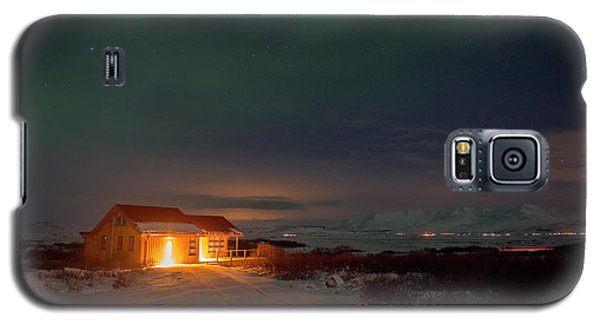 Galaxy S5 Case featuring the photograph A Place For The Night, South Of Iceland by Dubi Roman