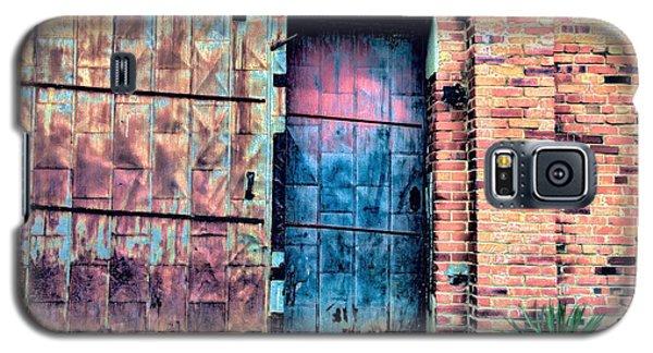 A Rusty Loading Dock Door Galaxy S5 Case by Diana Mary Sharpton