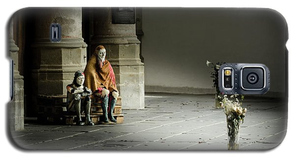 Galaxy S5 Case featuring the photograph A Scene In Oude Kerk Amsterdam by RicardMN Photography