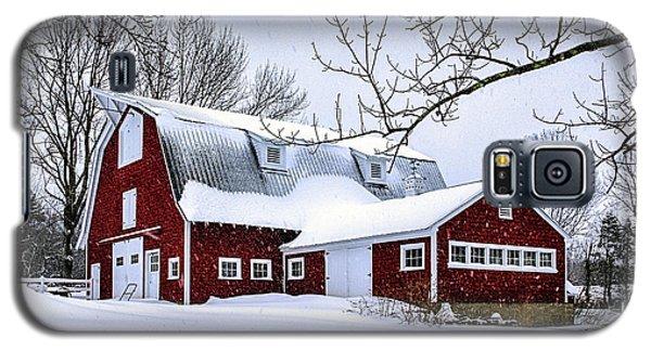 A Snowy Day At Grey Ledge Farm Galaxy S5 Case