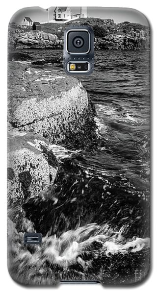 Galaxy S5 Case featuring the photograph A Summer's Day At Nubble Light, York, Maine  -67969-bw by John Bald