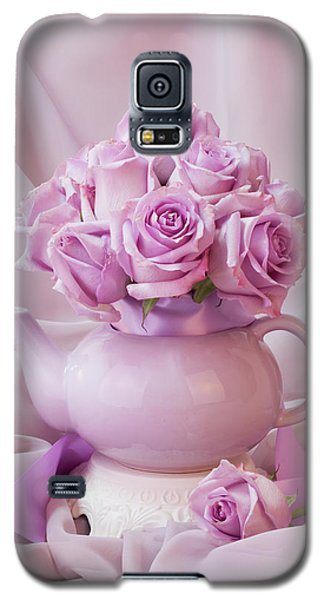 A Tea Pot Of Lavender Pink Roses  Galaxy S5 Case by Sandra Foster