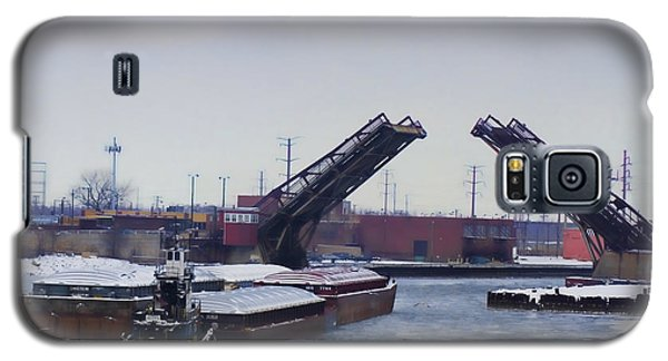 A Tug Boat Pushing A Barge Out To The Lake Galaxy S5 Case