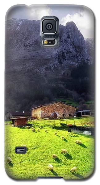 A Typical Basque Country Farmhouse With Sheep Galaxy S5 Case