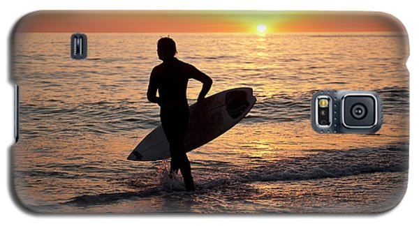 A Young Man Surfing At Sunset Off Aberystwyth Beach, Wales Uk Galaxy S5 Case