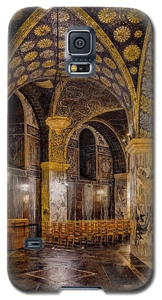 Galaxy S5 Case featuring the photograph Aachen, Germany - Cathedral Ambulatory by Mark Forte