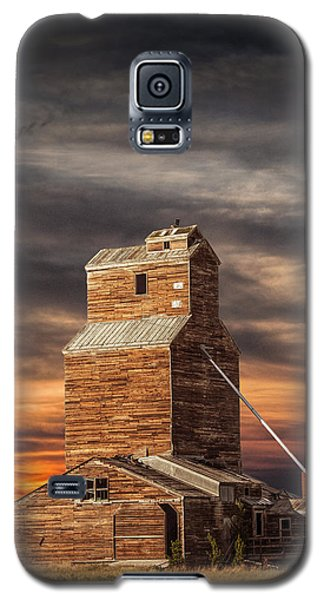 Abandoned Grain Elevator On The Prairie Galaxy S5 Case by Randall Nyhof