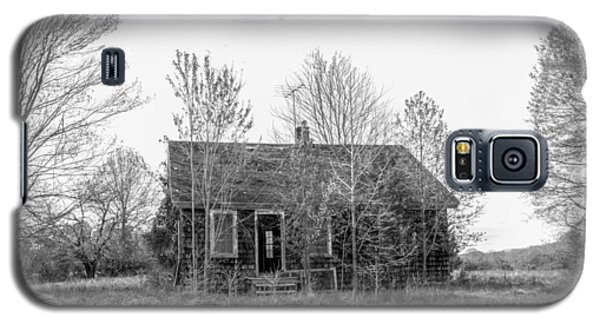 Galaxy S5 Case featuring the photograph Abandoned House Queenstown, Md  by Charles Kraus