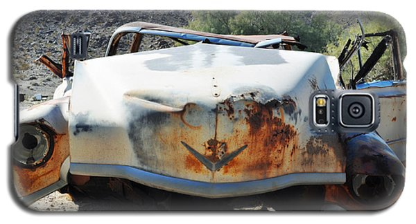 Galaxy S5 Case featuring the photograph Abandoned Mojave Auto by Kyle Hanson