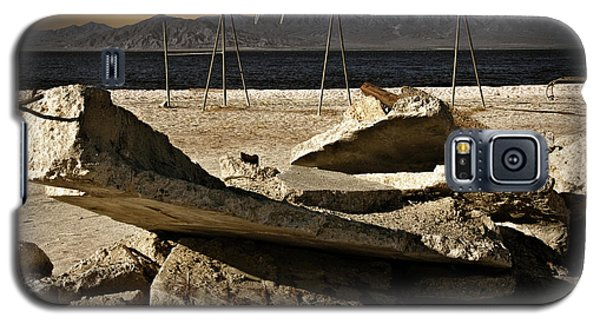 Galaxy S5 Case featuring the photograph Abandoned Ruins On The Eastern Shore Of The Salton Sea by Randall Nyhof