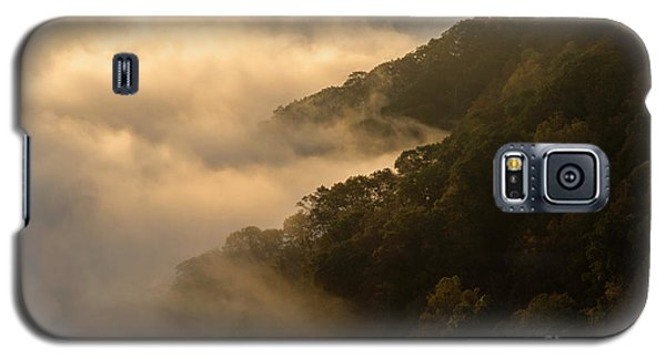 Galaxy S5 Case featuring the photograph Above The Mist - D009960 by Daniel Dempster
