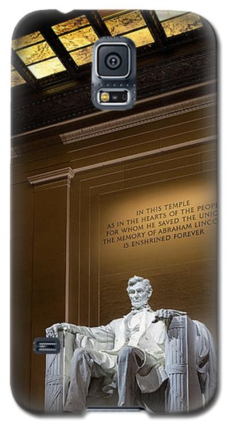 Galaxy S5 Case featuring the photograph Abraham Lincoln by Andrew Soundarajan