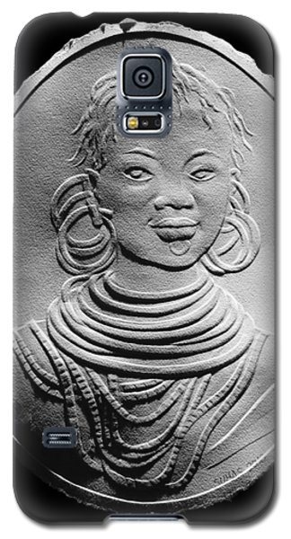 Galaxy S5 Case featuring the relief African Turkana Woman by Suhas Tavkar