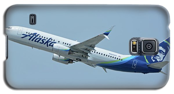 Galaxy S5 Case featuring the photograph Alaska Boeing 737-890 N563as Los Angeles International Airport May 3 2016 by Brian Lockett