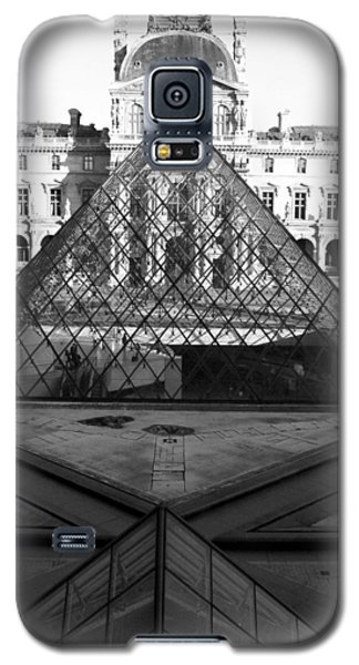 Aligned Pyramids At The Louvre Galaxy S5 Case