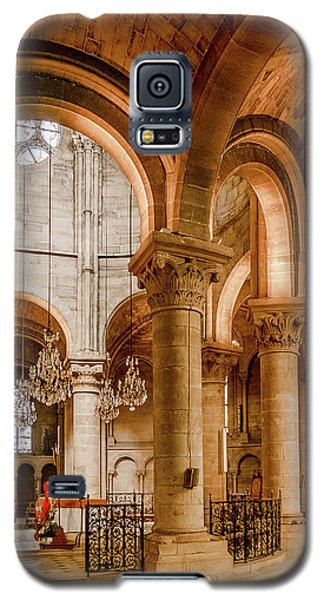 Galaxy S5 Case featuring the photograph Poissy, France - Altar, Notre-dame De Poissy by Mark Forte