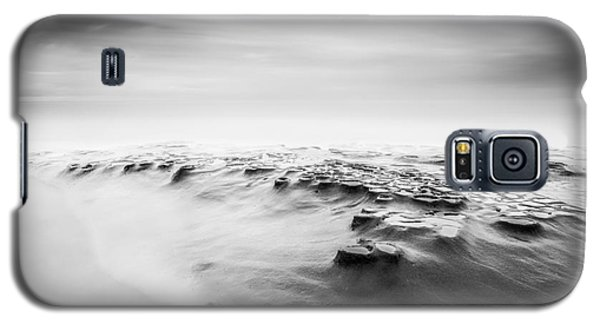 Galaxy S5 Case featuring the photograph Amnesia by Alexander Kunz
