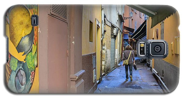 Galaxy S5 Case featuring the photograph An Alley In Nice by Allen Sheffield