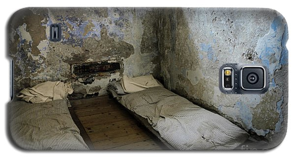 An Empty Cell In Cork City Gaol Galaxy S5 Case by RicardMN Photography