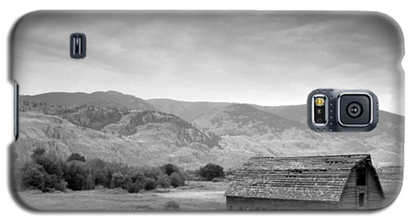 An Old Barn Galaxy S5 Case by Mark Alan Perry