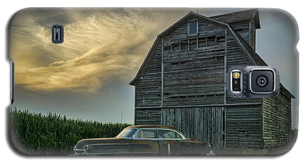 An Old Cadillac By A Barn And Cornfield Galaxy S5 Case