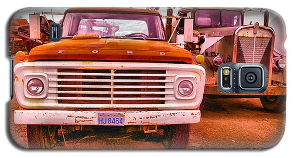 Galaxy S5 Case featuring the photograph An Old Ford And Kenworth by Jeff Swan
