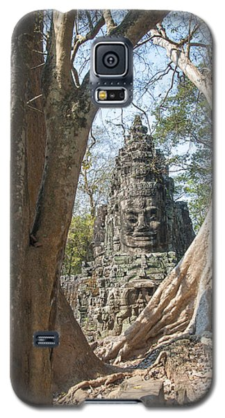 Galaxy S5 Case featuring the photograph Angkor Thom South Gate by Rob Hemphill