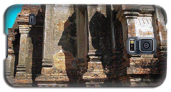 Angular Corner Of Temple In Burma With Sunny Blue Sky Galaxy S5 Case