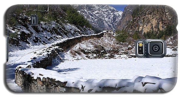 Galaxy S5 Case featuring the photograph Annapurna Circuit Trail by Aidan Moran