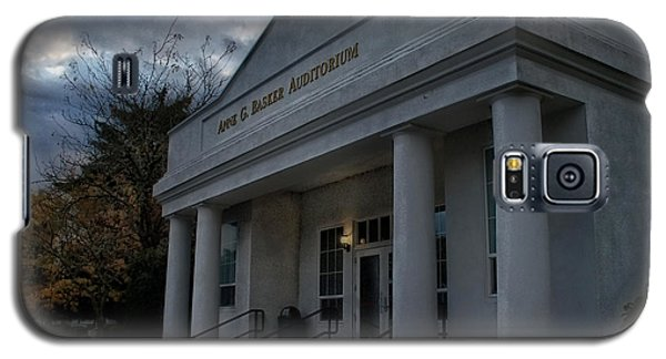 Anne G Basker Auditorium In Grants Pass Galaxy S5 Case by Mick Anderson