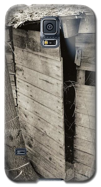 Galaxy S5 Case featuring the photograph Antique Barn Circa 1930s by Renee Trenholm