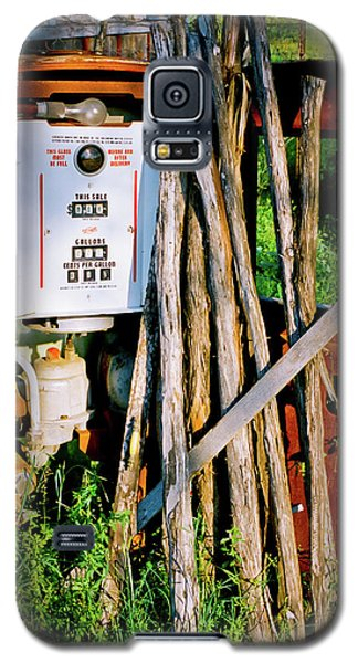 Galaxy S5 Case featuring the photograph Antique Gas Pump by Linda Unger
