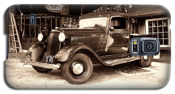 Antique Road Warrior - 1935 Dodge Galaxy S5 Case by Glenn McCarthy Art and Photography