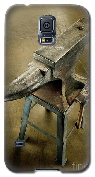 Galaxy S5 Case featuring the photograph Anvil And Hammer by YoPedro