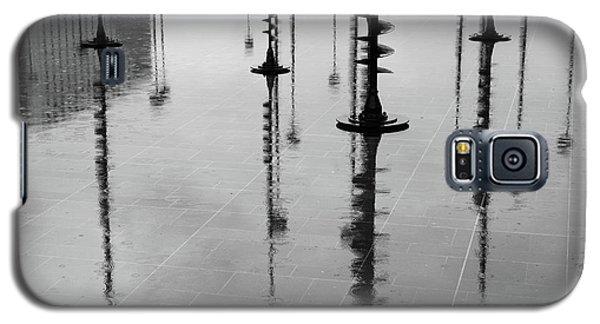 Arbres Lumineux In The Rain Paris  Galaxy S5 Case