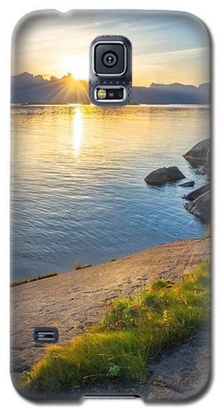 Galaxy S5 Case featuring the photograph Arctic Sunrise by Maciej Markiewicz