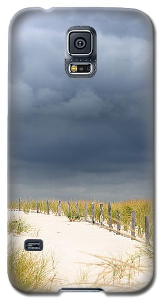 Galaxy S5 Case featuring the photograph Around The Bend by Dana DiPasquale