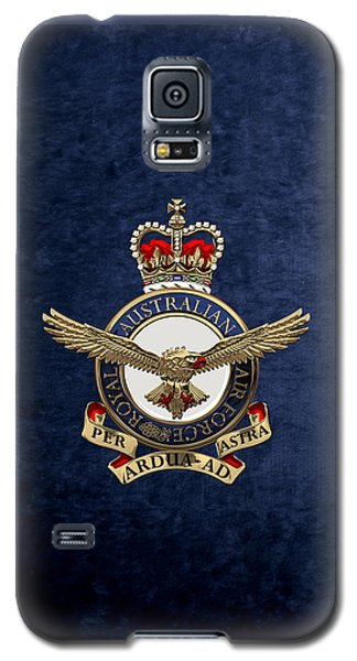 Royal Australian Air Force -  R A A F  Badge Over Blue Velvet Galaxy S5 Case