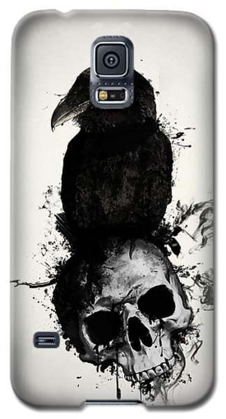 Galaxy S5 Case featuring the mixed media Raven And Skull by Nicklas Gustafsson