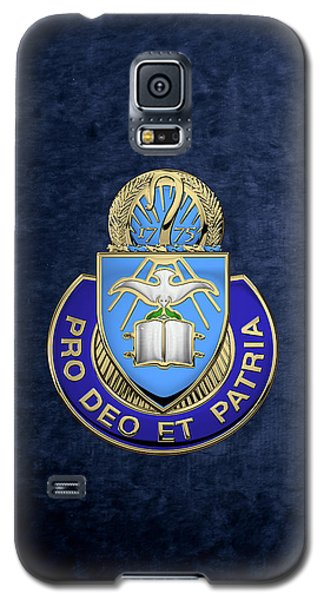 U. S. Army Chaplain Corps - Regimental Insignia Over Blue Velvet Galaxy S5 Case
