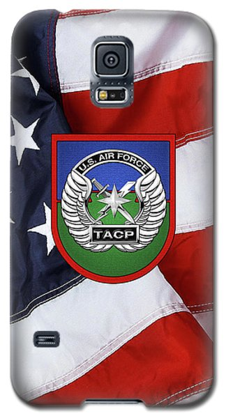 Galaxy S5 Case featuring the digital art U. S.  Air Force Tactical Air Control Party -  T A C P  Beret Flash With Crest Over American Flag by Serge Averbukh