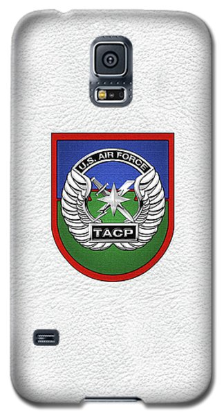 Galaxy S5 Case featuring the digital art U. S.  Air Force Tactical Air Control Party -  T A C P  Beret Flash With Crest Over White Leather by Serge Averbukh