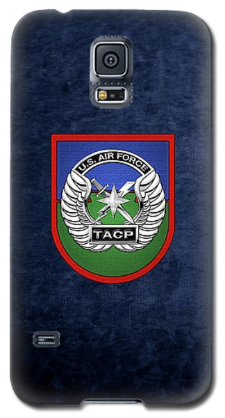 Galaxy S5 Case featuring the digital art U. S.  Air Force Tactical Air Control Party -  T A C P  Beret Flash With Crest Over Blue Velvet by Serge Averbukh