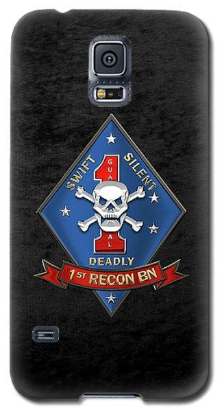 U S M C  1st Reconnaissance Battalion -  1st Recon Bn Insignia Over Black Velvet Galaxy S5 Case