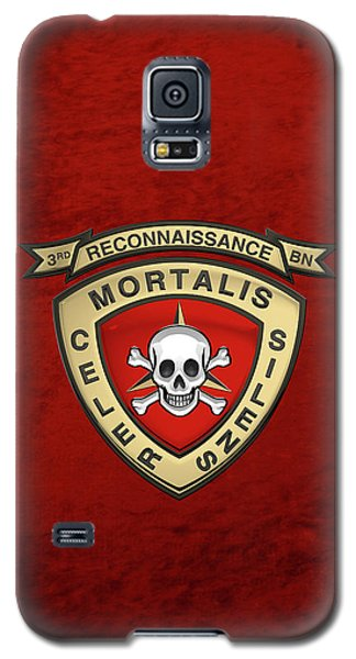 U S M C  3rd Reconnaissance Battalion -  3rd Recon Bn Insignia Over Red Velvet Galaxy S5 Case