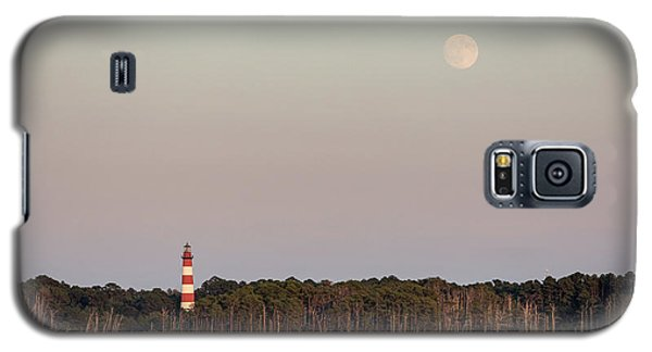 Assateague Light And The Full Moon Galaxy S5 Case
