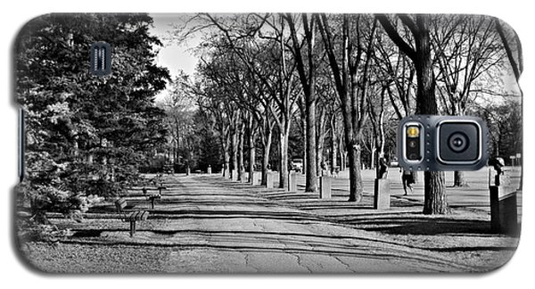 Galaxy S5 Case featuring the photograph Assiniboine Park by Cendrine Marrouat