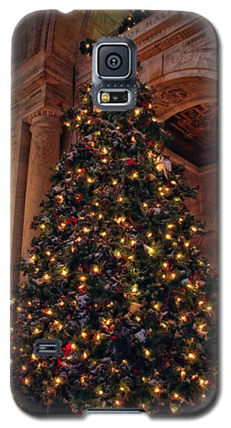 Galaxy S5 Case featuring the photograph Astor Hall Christmas by Jessica Jenney