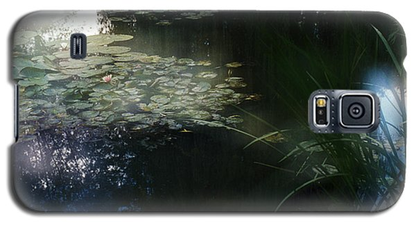 Galaxy S5 Case featuring the photograph At Claude Monet's Water Garden 3 by Dubi Roman