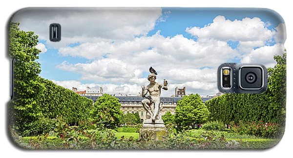 Galaxy S5 Case featuring the photograph At The Palais Royal Gardens by Melanie Alexandra Price